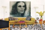 item2.rendition.slideshowWideHorizontal.diane-von-furstenburg-new-york-apartment-03-living-area