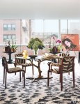 item6.rendition.slideshowWideVertical.diane-von-furstenburg-new-york-apartment-07-dining-area-warhol