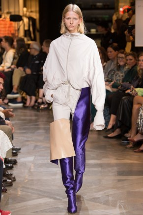 vetements012ss17-vetements-tc-9716