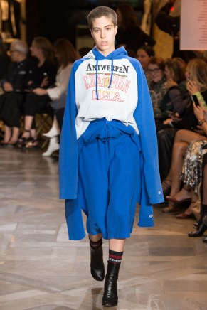 vetements024ss17-vetements-tc-9716