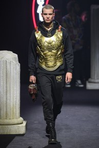 moschino-05m-fw19-trend council