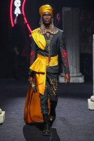 moschino-06m-fw19-trend council