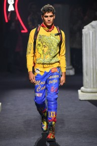 moschino-07m-fw19-trend council