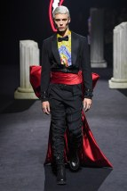 moschino-10m-fw19-trend council