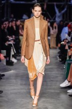 Burberry-60-w-fw19-trend council