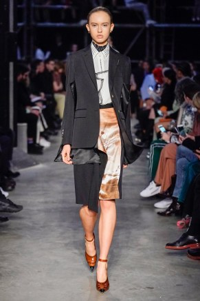 Burberry-70-w-fw19-trend council