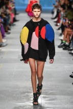Christopher Kane-23-w-fw19-trend council