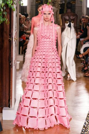 Valentino-65fw19-couture-trend council